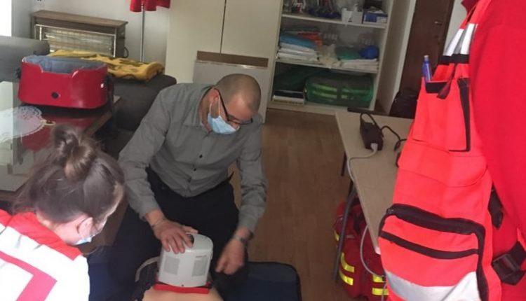 Djelatnici Zavoda isprobavaju nabavljeni uređaji za automatsku masažu srca
