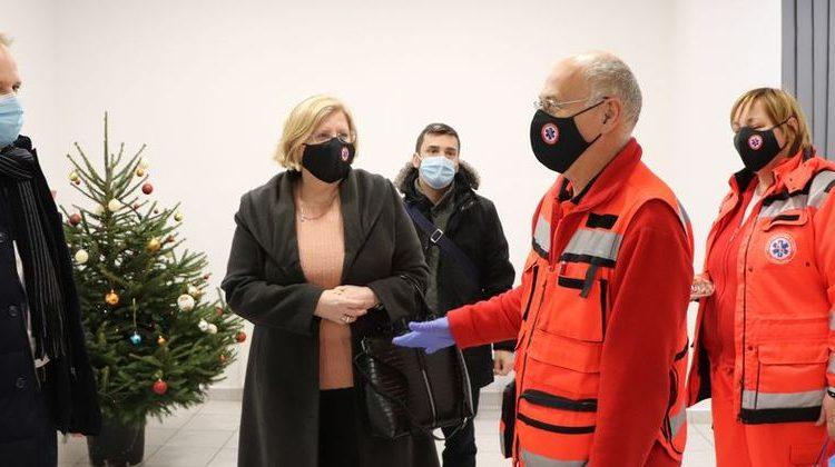 Obilazak gradonačelnika u novogodišnjoj noći 31.12.2020. - prikaz djelatnika Zavoda za hitnu